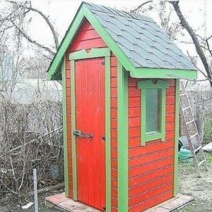 Чем обшить туалет на даче снаружи