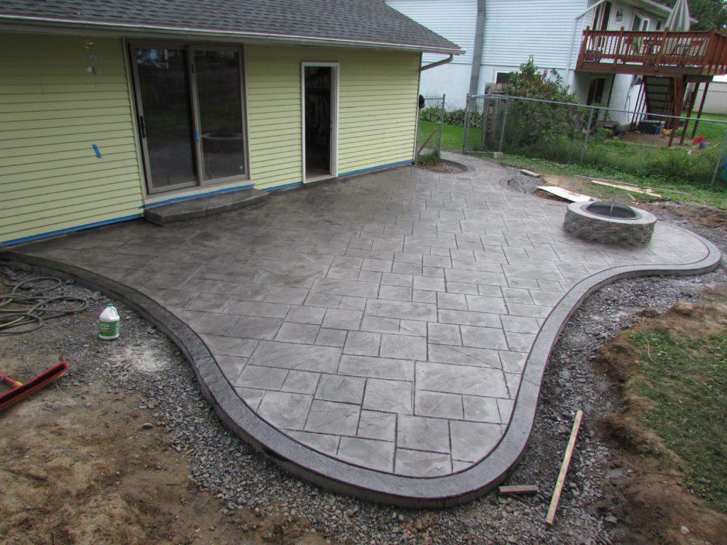 бетон во дворе - имитация швов плитки