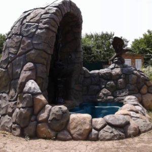 Беседка, сделанная из цементного раствора