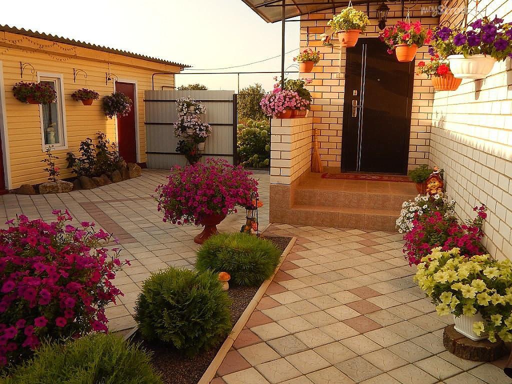 альбом оформление двора частного дома розами фото так укрепляет нашу